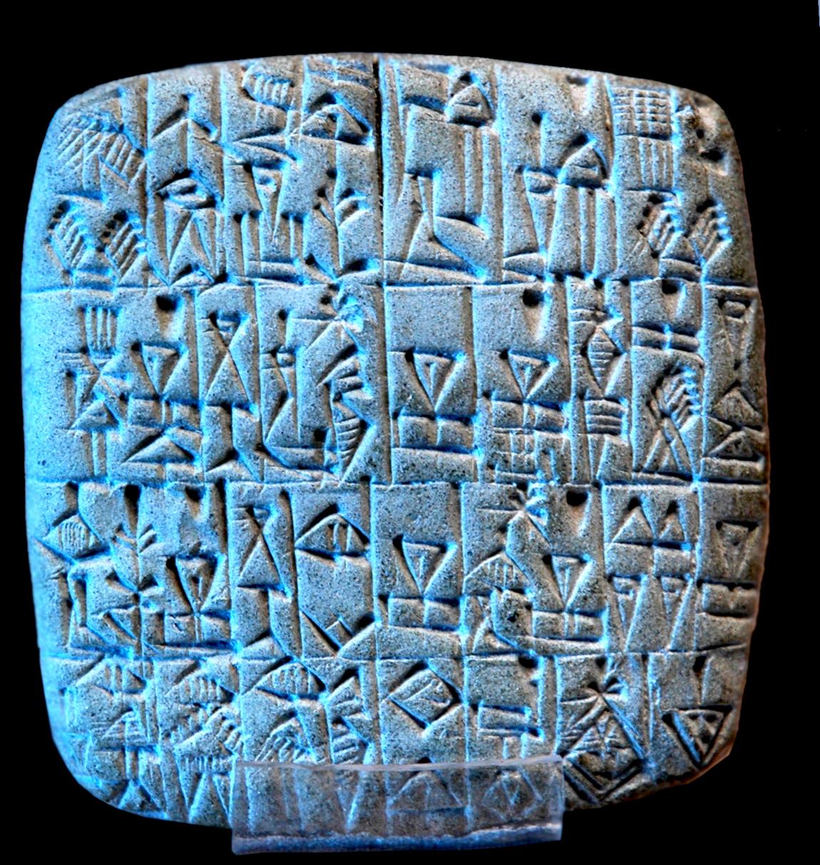 Tablette avec écriture cunéiforme
