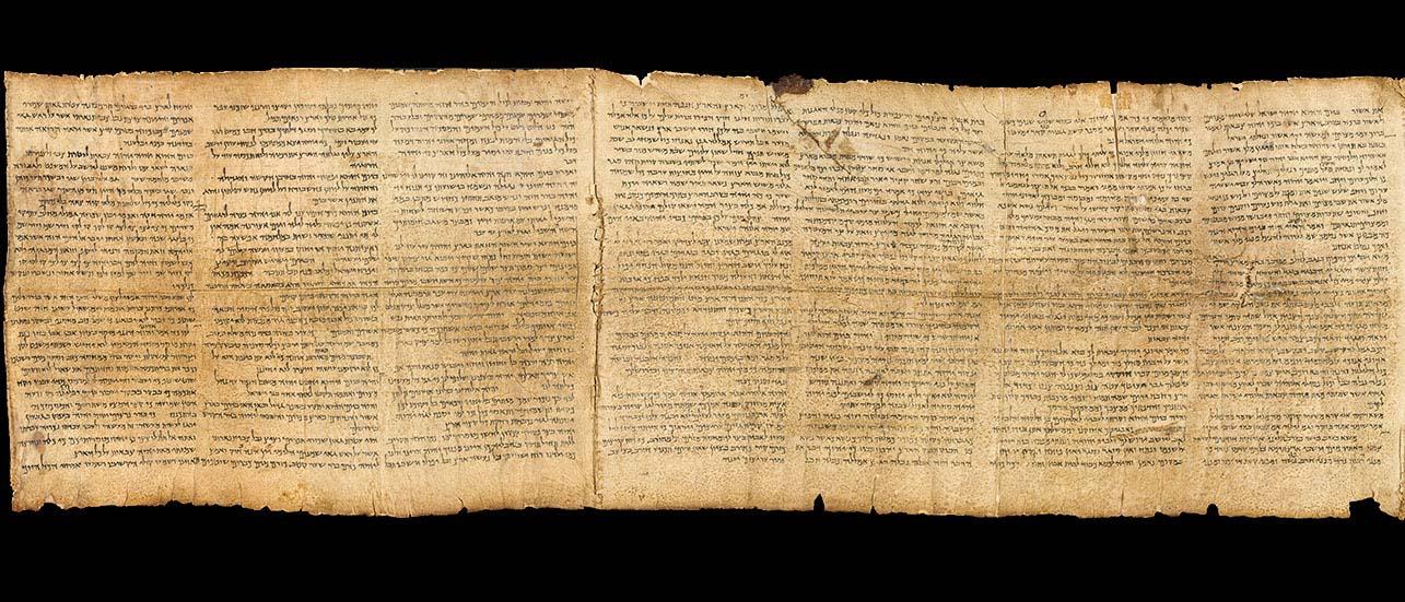 Ce manuscrit, sur cuir, du livre du prophète Ésaïe représente la découverte la plus importante parmi les manuscrits de la Mer morte. Ce document exceptionnel mesure plus de 7 mètres de long, le texte est écrit en hébreu sur 54 colonnes et contient le même texte que nous avons dans nos Bibles d'aujourd'hui. (Musée du livre Jérusalem)